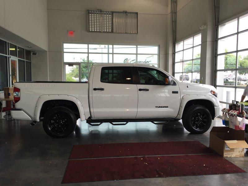 2016 Toyota Tundra Trd Pro White........
